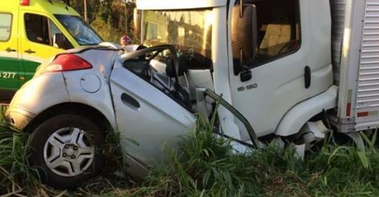 Cinco pessoas da mesma família morrem após colisão frontal na BR-277