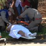 Colisão entre carro e moto deixa mulher ferida em Umuarama