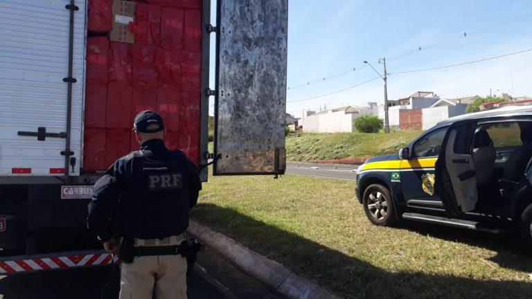 PRF apreende caminhão carregado com cigarros contrabandeados em Maringá
