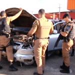 Contrabandista de cigarros abandona veículo após colidir contra muro de empresa
