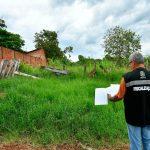 Fiscalização notifica e multa proprietários de terrenos com lixo e mato alto