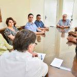 Pozzobom recebe moradores de bairros para discutir falta de esgoto