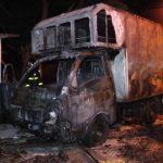 Caminhão fica destruído após pegar fogo em Umuarama