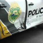 Viatura da PM que escoltava três presos se envolve em acidente no centro de Umuarama