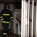 Bombeiros são acionados para controlar princípio de incêndio em residência