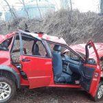 Casal e criança de sete meses ficam feridos após veículo capotar na PR-487