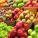 Projeto de reciclagem incentiva moradores a trocar lixo por alimentos