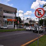 Conversão à esquerda na avenida Paraná com a Rio Grande do Sul é proibida