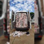 Van carregada com cigarros contrabandeados é interceptada pela PM em Umuarama