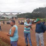 Manifestantes fecham trecho da PR-681 e clamam por melhorias