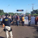 Contra municipalização da saúde, indígenas bloqueiam Ponte Ayrton Senna