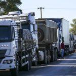 Bolsonaro anuncia o lançamento do cartão-caminhoneiro