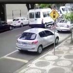 Câmera flagra Van passando por cima de ciclista em Umuarama