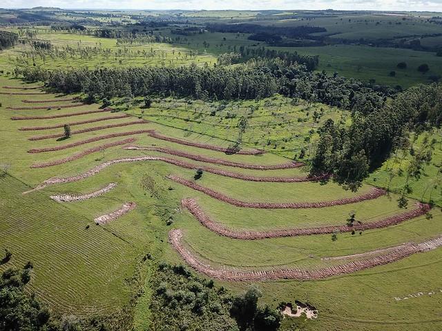 Prefeitura e Seab atendem produtores da APA com conservação de solo