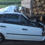 Mulher morre após grave acidente entre carro e caminhão na PR-323
