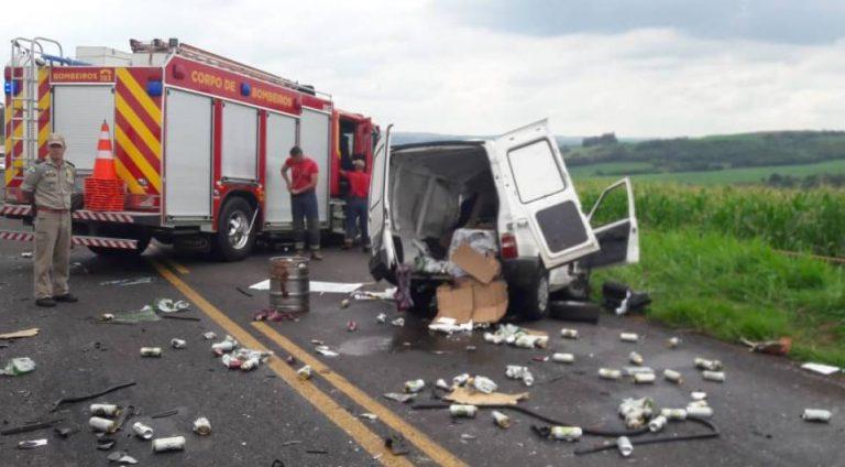 Motorista morre após bater de frente com caminhão desgovernado na BR-317