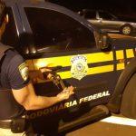 Homem é preso e menor é apreendido por porte ilegal de arma de fogo