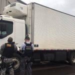 PF apreende caminhão carregado com cigarros contrabandeados em Pérola