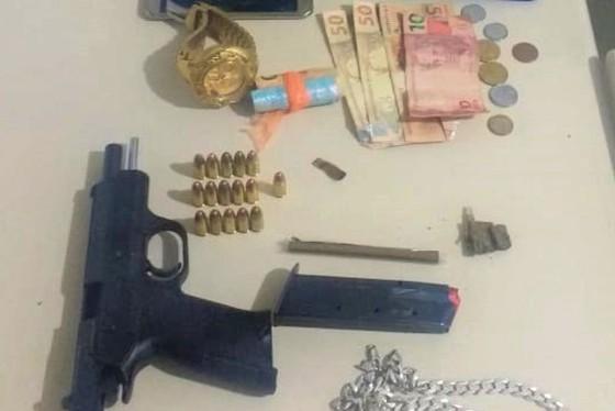 PM prende casal por posse ilegal de arma na BR-272