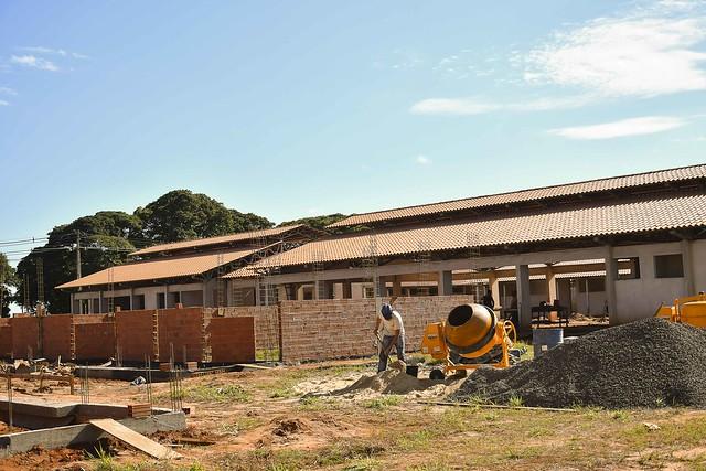 Construção da escola da Zona  Seis é retomada e ganha ritmo