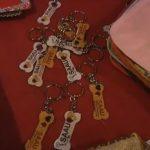 Grupo de voluntários vende produtos personalizados para ajudar Saau