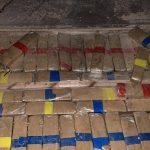 Contradições e cão farejador levam PRF a descobrir 600 quilos de maconha em caminhão