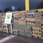 Caminhão carregado com tabletes de maconha é apreendido em Umuarama