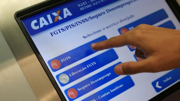 Governo estuda liberar saque de até 35% do saldo de contas ativas do FGTS