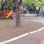 Óleo na pista provoca queda de motociclista na praça Anchieta