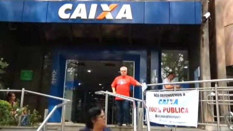Membros dos sindicatos manifestam contra plano de privatização de empresas públicas