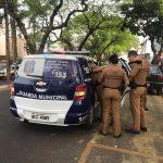 Homem é contido por populares durante tentativa de assalto em Umuarama