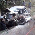 Homem morre em grave acidente entre carro e ônibus na PR-323