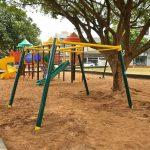 Praça Miguel Rossafa ganha brinquedo para cadeirantes