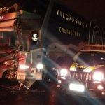 Sete pessoas ficam feridas em acidente entre ônibus e caminhão