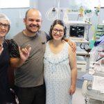 Intérprete de Libras traduz parto para pais surdos no Paraná