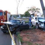 Motoristas ficam feridos após acidente envolvendo dois carros em Umuarama