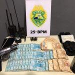 Homem agride noiva e é preso com R$ 45 mil e pistola em Umuarama