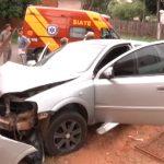 Homem fica ferido após bater carro contra muro de residência em Umuarama