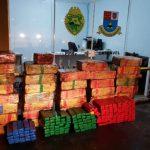 Polícia apreende maconha, arma, dinheiro e cigarros contrabandeados