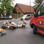Colisão envolvendo duas motos deixa mulher ferida em Umuarama