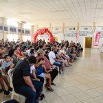 """Projeto """"Visão do Futuro"""" leva óculos a centenas de alunos da rede municipal"""