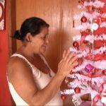 Mulher ganha árvore de Natal após espalhar cartas com pedido em Umuarama