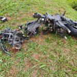 Motociclista morre após bater de frente contra caminhão bitrem na BR-376