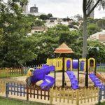 Lago Aratimbó ganha novo parquinho para alegria das crianças