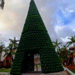 Praça Hênio Romagnolli recebe grande árvore de Natal e muita iluminação decorativa