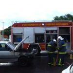 Bombeiros são acionados para conter incêndio em veículo na praça Miguel Rossafa