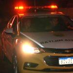 Armados com revólver e facão, bandidos rendem família e assaltam residência em Umuarama