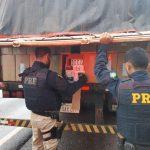 PRF apreende carreta carregada com cigarros contrabandeados em Francisco Alves