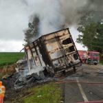 Acidente entre carro e caminhão deixa quatro mortos e um ferido