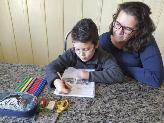 Com escolas fechadas pela Covid-19, atividades educacionais aproximam famílias